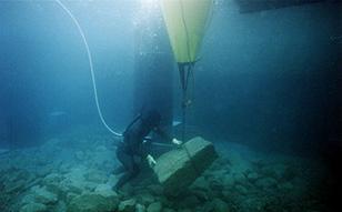 2000年 焼津深層水布設、小笠原父島岸壁工事