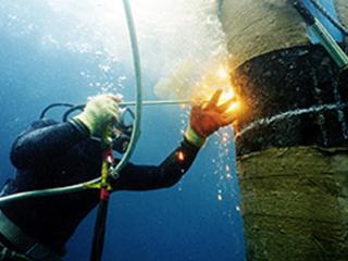 鋼管杭の水中切断